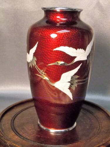 Fine Ando Japanese Ginbari Cloisonne Pigeon Blood Flying Cranes Decorated Vase