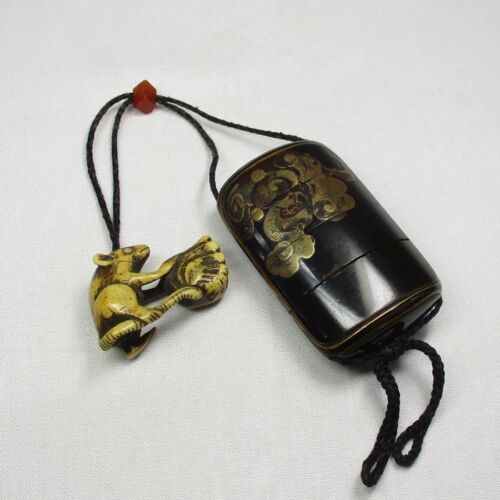 A228: Japanese quality old lacquer ware SAMURAI pillbox INRO w/MAKIE, NETSUKE. 1