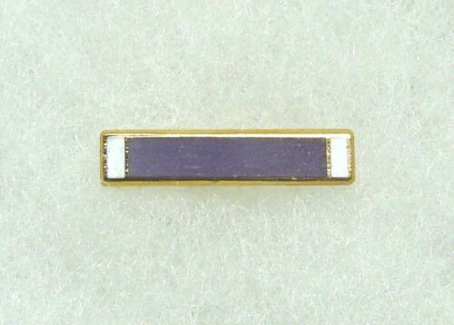 US Purple Heart lapel pin, current issue, pin and clutch type, official hallmarkMedals & Ribbons - 36069