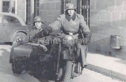 WWII photo German soldier posing while sitting on a BMW R75 motorcycle 35n
