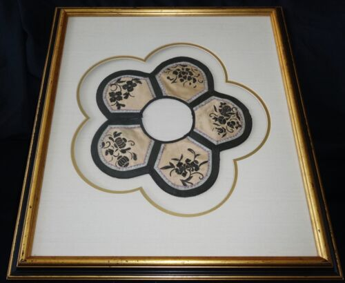 19CT Chinese Framed Embroidered Collar w. Floral Motif (Ger)