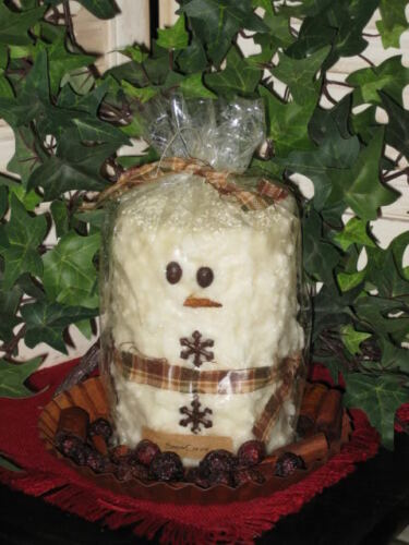 Snowman Grunge candle Smells like you just made a bowl of vanillla snow cream
