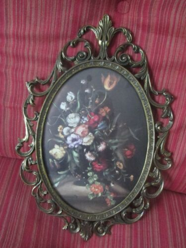 VINTAGE ANTIQUE OVAL BRASS PICTURE FRAME MADE IN ITALY**