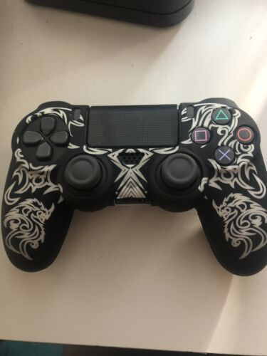 PS4 controller and DualShock Charging Station