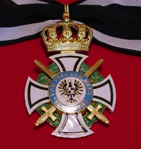 GERMAN / PRUSSIA MEDAL ROYAL HOUSE OF  HOHENZOLLERN COMMANDERS CROSS WITH SWORDSGermany - 156409