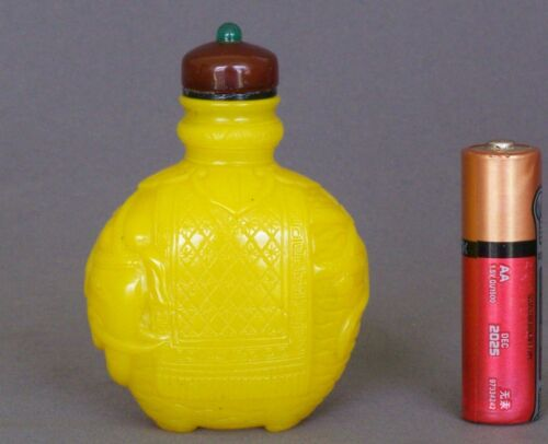 Rare 19th C Chinese Qing Imperial Yellow Glass Snuff Bottle Caparisoned Elephant