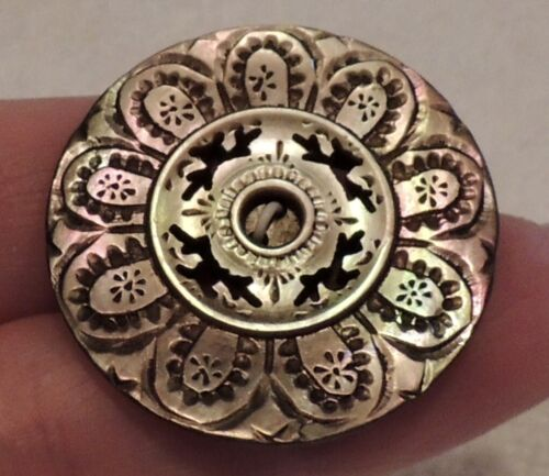 CARVED MOP SHELL BUTTON ~ BEAUTIFUL PIERCED DESIGN