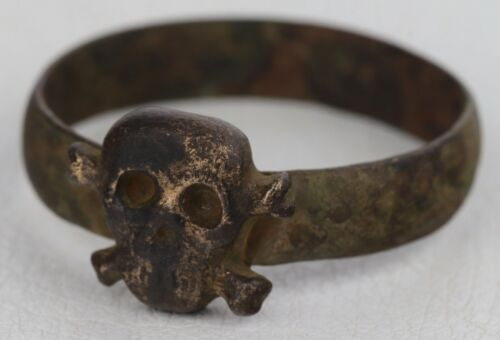Ring SKULL Bones Amulet from death and disease wwII WW2 or WW1 wwI Special Force