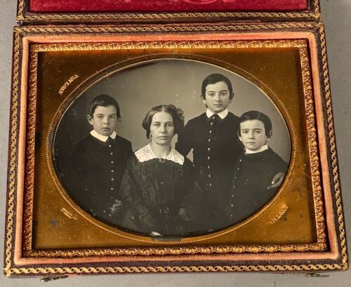 1/4 PLATE DAGUERREOTYPE OF HANDSOME FAMILY, NO WIPES, SHARP FOCUS, FULL CASE