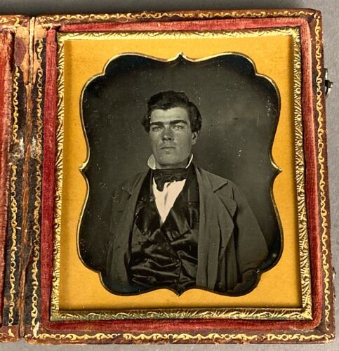 1/6 PLATE DAGUERREOTYPE OF TOUGH-LOOKING GUY, NO WIPE MARKS, FULL CASE