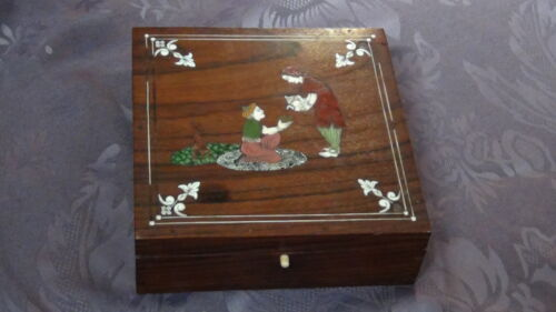 ANTIQUE 19C ISLAMIC PERSIAN  RED WOOD AND SHELL INLAY GORGEOUS BOX