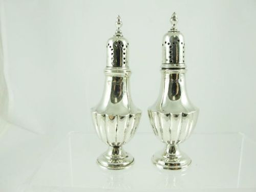 PAIR OF STERLING SILVER PEPPERETTES, BIRMINGHAM 1908