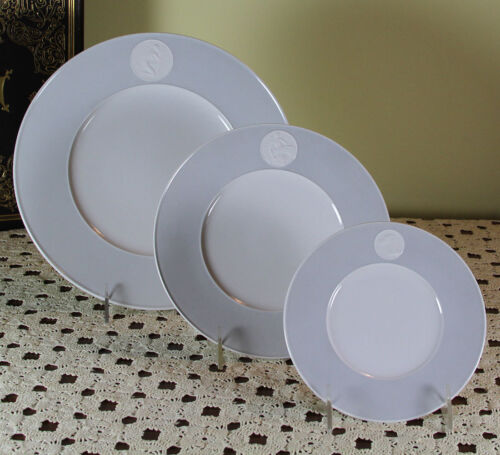 3-piece Place-Setting Large Dinner Plate, Dessert & Bread Plates Arkadia Grey