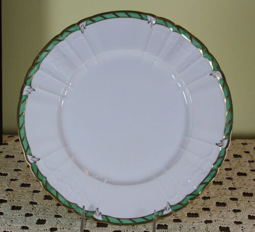 Collector's Cabinet Plate Green  Border and Gold Rim