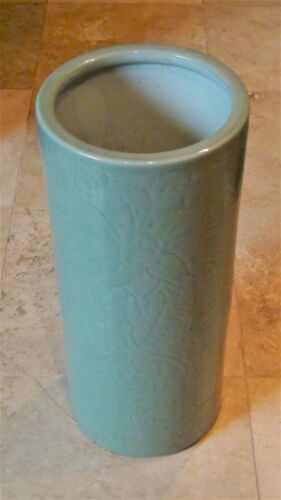 ANTIQUE 19c CHINESE LARGE CELADON PORCELAIN UMBRELLA STAND W/CARVED SCROLLING