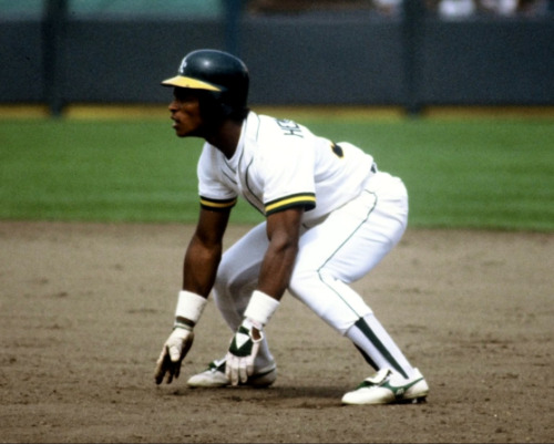 1982 RICKEY HENDERSON Oakland A's BASEBALL ACTION Glossy Photo 8x10 PICTURE WOW!