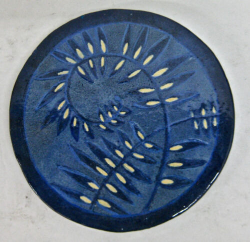 Round Vintage Tile with Leaves