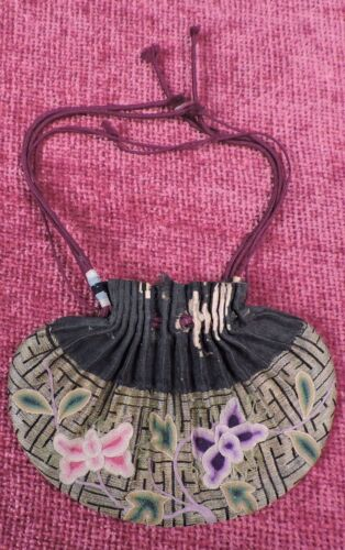 ANTIQUE 19TH C CHINESE FLORAL EMBROIDERED INCENSE SNUFF POUCH PURSE W CORD TOP