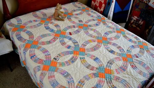 Spectacular Hand Stitched Wedding Ring Quilt Mint 15 S.P.I.