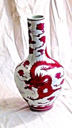 EARLY 20 c CHINESE PORCELAIN VASE W/TWO FUCHSIA DRAGONS VYING FOR FLAMING PEARL