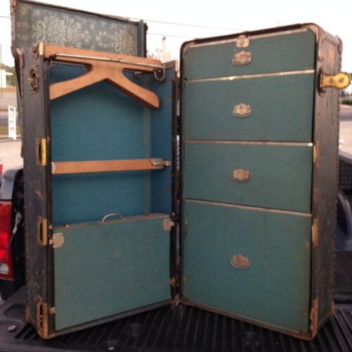 VINTAGE ANTIQUE WHEARY CUSHION TOP STEAMER TRAVEL TRUNK WARDROBE CHEST SUIT CASE