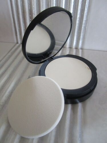 IT COSMETICS BYE BYE PORES FINISHING POWDER TRANSLUCENT SEE DETAILS INV # 5S545S