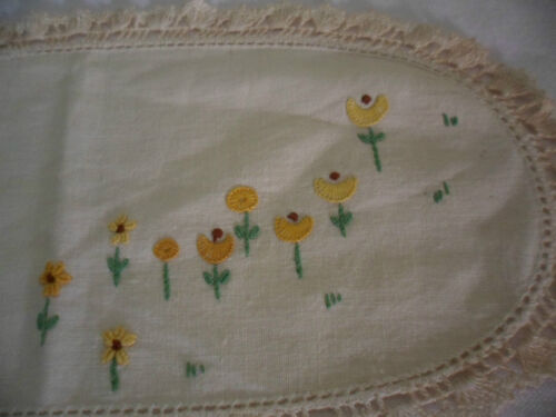 VINTAGE HAND EMBROIDERED YELLOW DAISIES DRESSER DOILY MAT CLOTH CROCHET TRIM