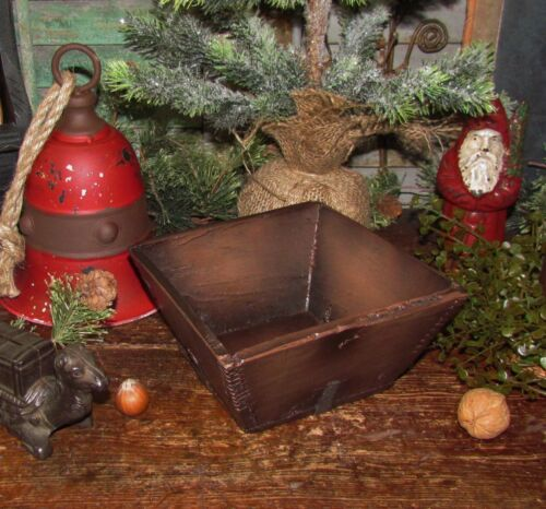 Primitive Antique Vtg Style Sm Fruit Angled Dovetail Box Resin Reproduction Bowl