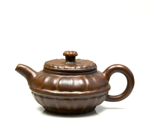 Fine Chines Carved Melon Form Yixing Zisha Purple Clay Ceramic Teapot with Mark