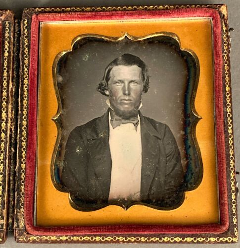 1/6 PLATE DAGUERREOTYPE OF RUGGEDLY HANDSOME YOUNG MAN, TINTED, NO WIPE MARKS