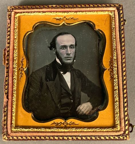 1/6 PLATE DAGUERREOTYPE OF YOUNG BEARDED MAN, NO WIPE MARKS, HALF CASE