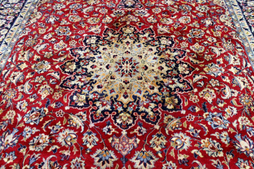10X14 1940s ANTIQUE HAND KNOTTED VEGETABLE DYE WORN WOOL ISFAHANN DISTRESSED RUG