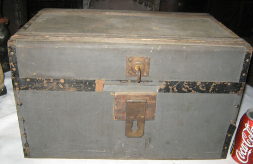 ANTIQUE PRIMITIVE COUNTRY WOOD LOCK DOCUMENT BOX TRUNK DOLL TOOL CHEST TABLE