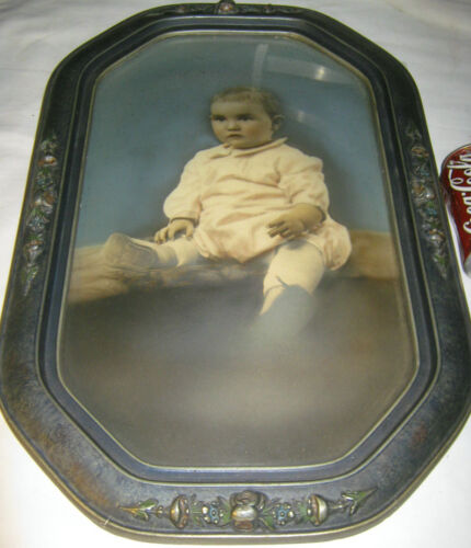 ANTIQUE AMERICAN HARD WOOD & CONVEX BUBBLE ART GLASS PICTURE FRAME w/ BABY PHOTO