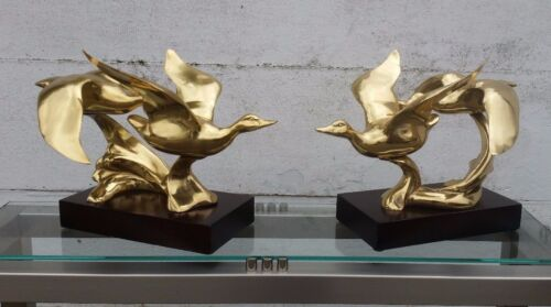 A PAIR LARGE BRASS SCULPTURES FLYING DUCKS 1970 MID CENTURY VINTAGE REGENCY