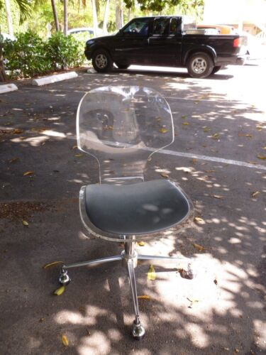 WONDERFUL VINTAGE SCULPTURAL LUCITE DESK CHAIR WITH CASTORS