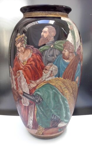 18th to early 19th Century Venetian Glass Vase Enamel Queen with Griffin Scene