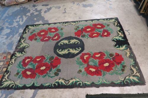Primitive Antique American Hand Hooked Rug 4' x 5'9 on burlap Bold & Beautiful !
