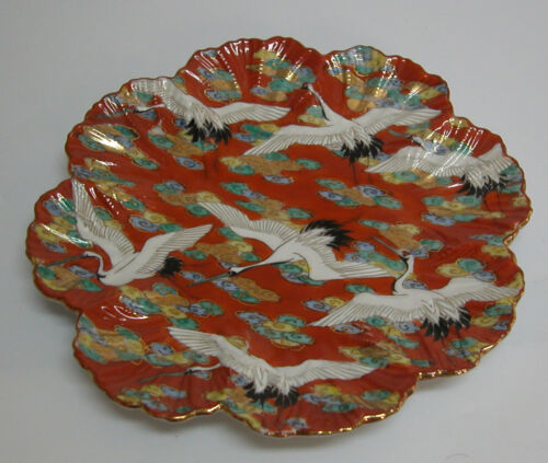 A FINE JAPANESE SATSUMA MEIJI PERIOD SIGNED RED PLATE WITH FLYING BIRDS