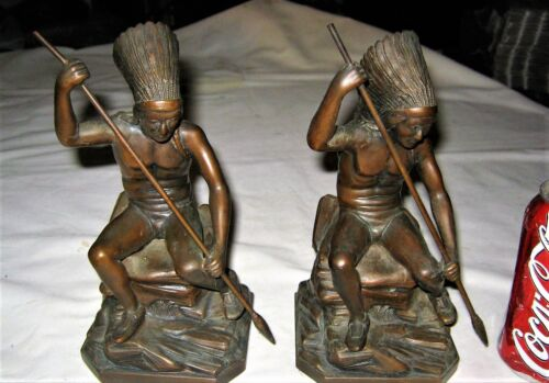 ANTIQUE JB USA BRONZE INDIAN WAR CHIEF EAGLE HAT SPEAR STATUE SCULPTURE BOOKENDS