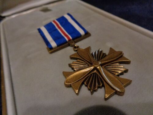 US MILITARY  U.S. Distinguished Flying Cross Medal in Case   NEW Medals, Pins & Ribbons - 104024