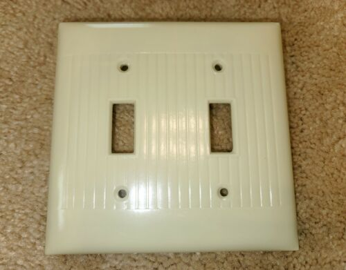 1 Vintage MCM SIERRA BAKELITE Lines Double Toggle Light Switch Plate Cover