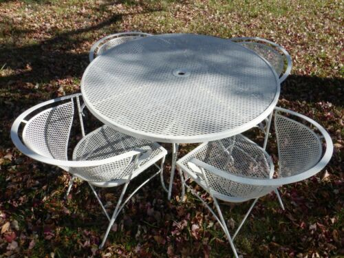Vtg MCM Woodard Round Patio Dining Table +4 Barrel Back Chairs Mesh Wrought Iron