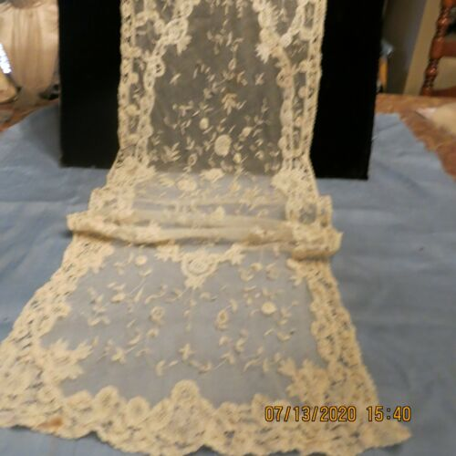 "THE BEST OUTSTANDING ANTIQUE BRUSSEL PRINCESS LACE DRESSER SCARF  44""LG 13""W"
