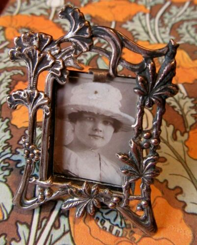 ABSOLUTELY LOVELY AUTHENTIC FRENCH ART NOUVEAU MINIATURE PICTURE FRAME