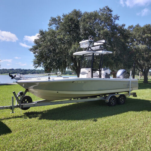2019 Robalo 246 Cayman SD Center Console Loaded boat Low hours Mint!
