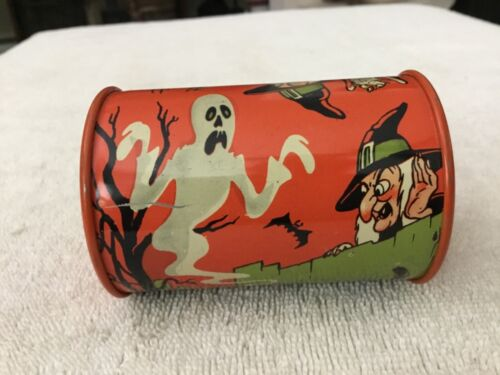 VINTAGE US METAL TOY MFG. CO. TIN HALLOWEEN NOISE MAKER WITH PLASTIC HANDLE