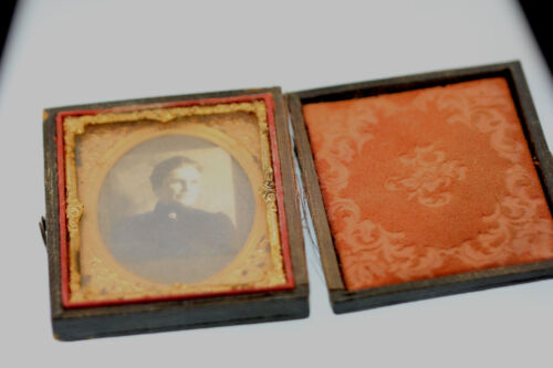 LEATHERETTE UNION CASE FRAMED DAGUERREOTYPE VICTORIAN MOURNING WOMAN PHOTO
