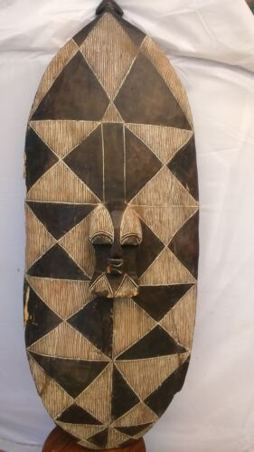 Old African shield. Ancien Bouclier Afrique SONGYE