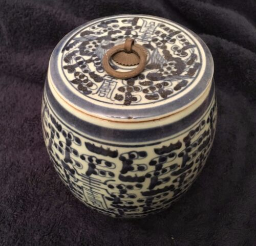 Chinese vintage blue white color porcelain container with lid
